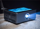 Dokunmatik Ekranlı Akıllı Projektör: Sweam (Video)