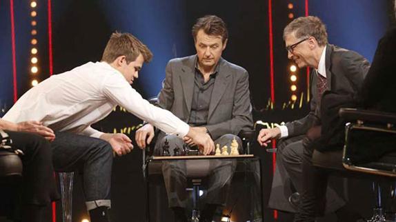 Bill Gates'in Magnus Carlsen ile Satranç Oynaması (Video)
