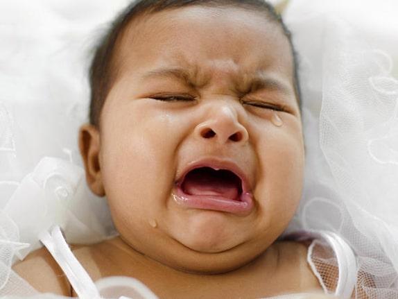 Bebeklerin Ağlama Nedenleri: Yüksek Sesler