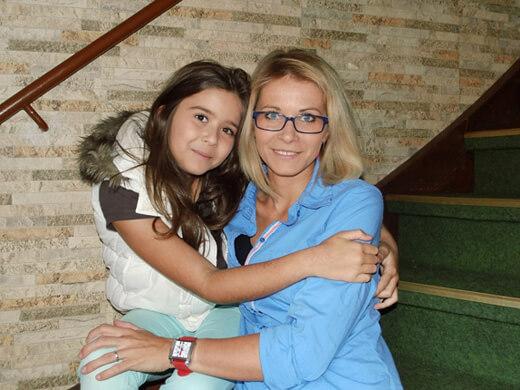 Çocuğa Sevgi Göstermek - Anne Kız İlişkisi