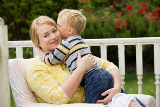 Çocuğa Sevgi Göstermek - Çocuğa Sarılmak
