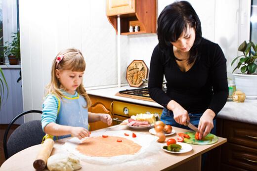 Çocuğa Sevgi Göstermek - Beraber Yemek Yapmak