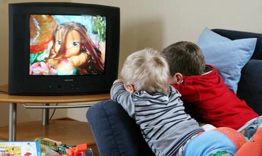 Çocuğa Sevgi Göstermek - Çizgi Film İzlemek