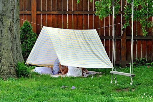 Çocuğa Sevgi Göstermek - Evde Çadır Kurmaca