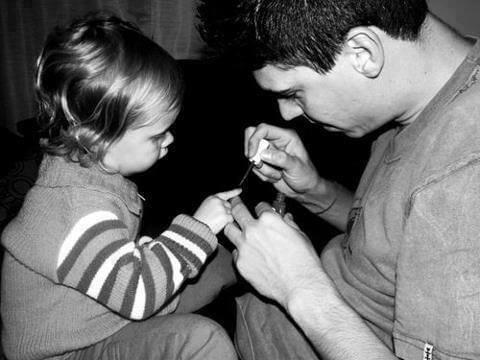 Çocuğa Sevgi Göstermek - Kızına Sevgi Göstermek
