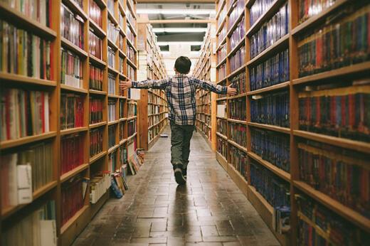 Çocuğa Sevgi Göstermek - Kütüphaneye Gitmek