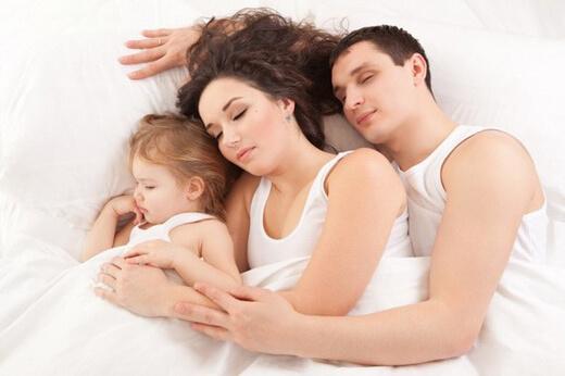 Çocuğa Sevgi Göstermek - Birlikte Uyumak